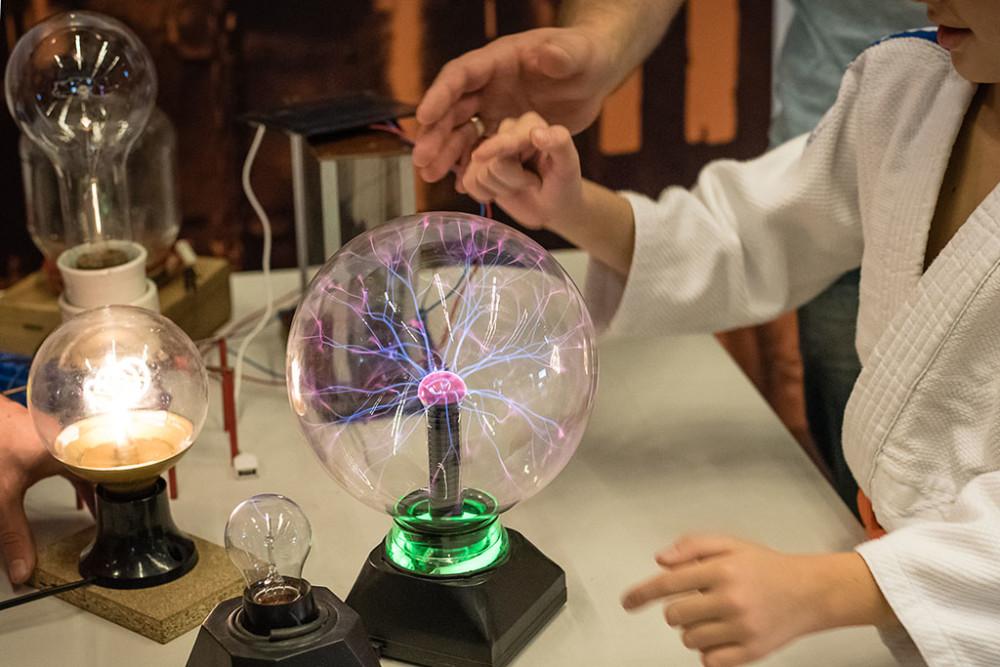 Pokaz z wykorzystaniem lampy edukacyjnej